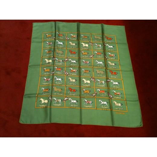 15dd0d12af5e Carré Hermès Chevaux fond vert