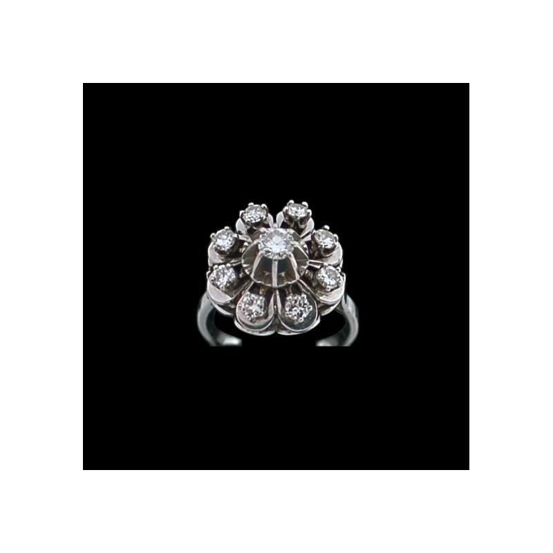4205608c463 Bague ancienne marguerite en or et diamants. Vendu