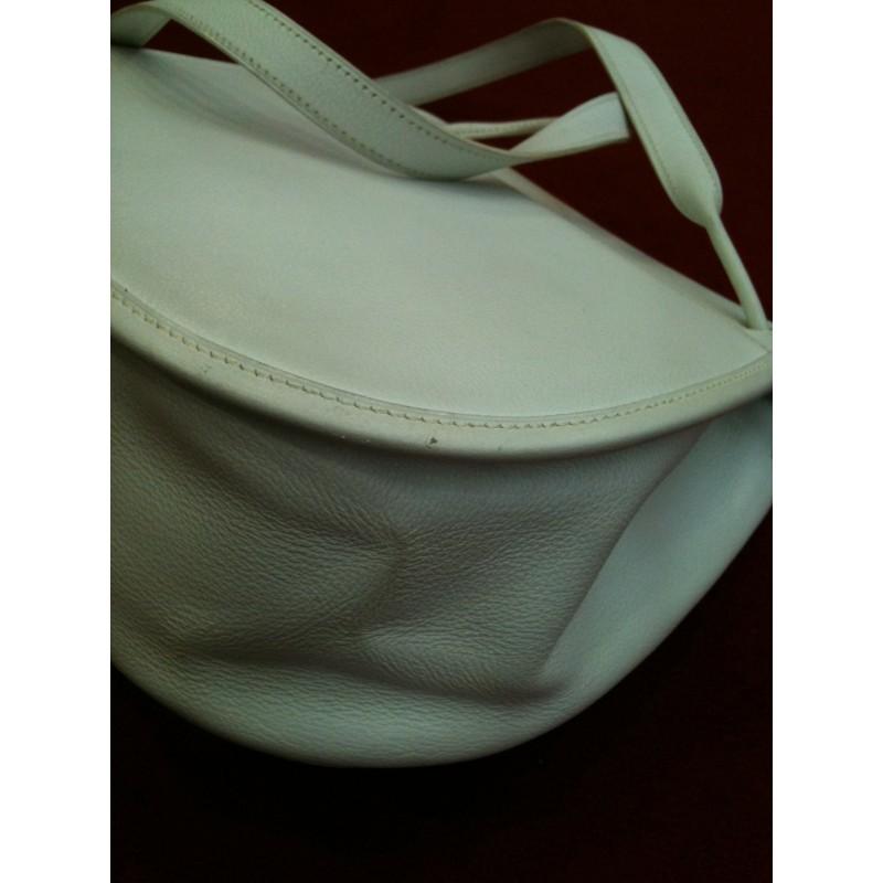 486a68952839 Sac Hermès en cuir blanc porté épaule. Promo -50%