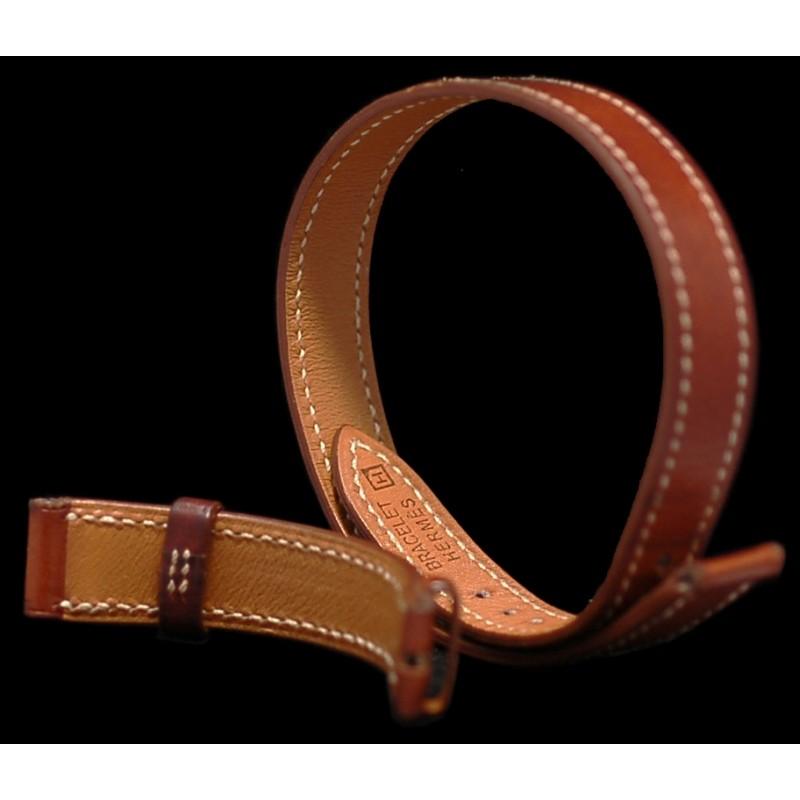 af3e4785033 Bracelet de montre Hermès double tour en cuir marron. Vendu