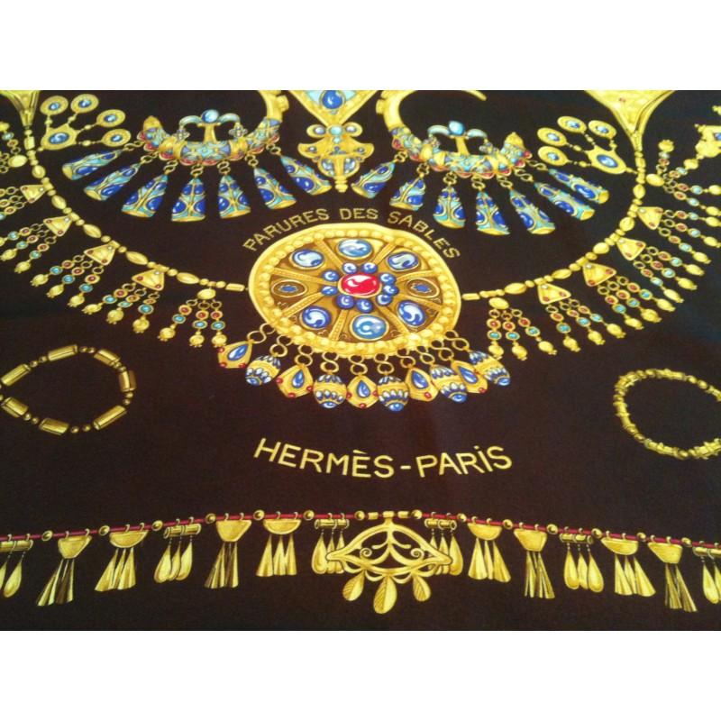 de47c65ff11 Foulard HermèsParure des Sables en soie. Vendu