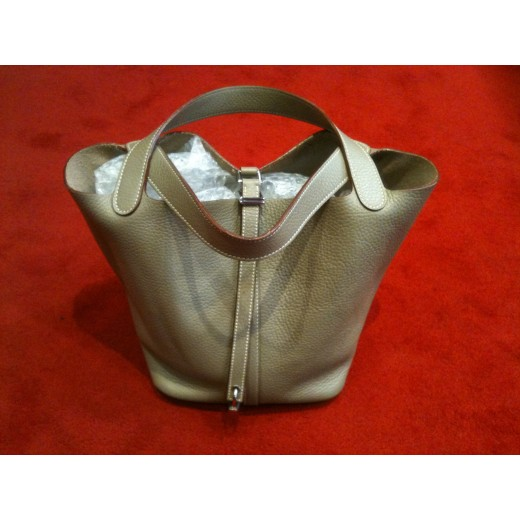 9f7b44acf2 Sac Hermès Picotin Lock GM en cuir gris