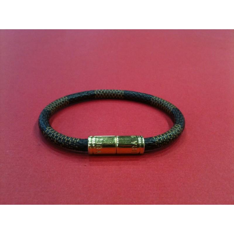 49c480ac5a65 Bracelet Louis Vuitton Keep it en toile damier. Vendu