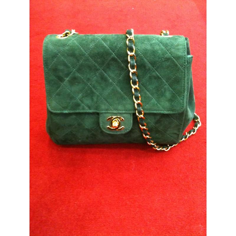 d047af32462c Sac Chanel en daim vert. Vendu