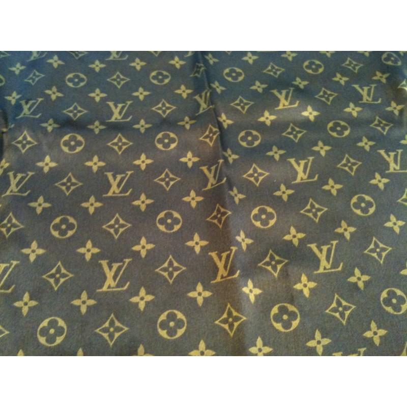 e35747078514 Foulard Louis Vuitton Monogram et Léopard en soie