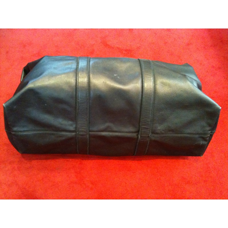 Sac de voyage Longchamp en cuir noir porté main