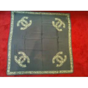 Foulards d occasion de la grande marque de luxe Chanel b5801c95fda
