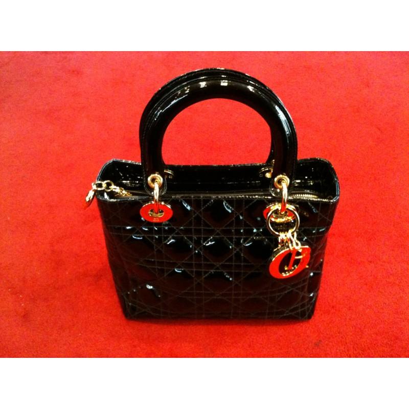 a220604fd29 Sac Dior Lady Dior en veau vernis noir. - Très bon état -