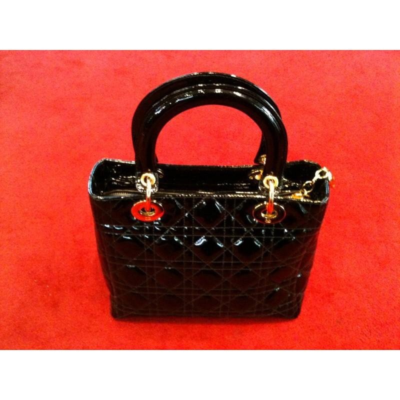 Sac Dior Lady Dior en veau vernis noir. - Très bon état - 84ea42c53ad