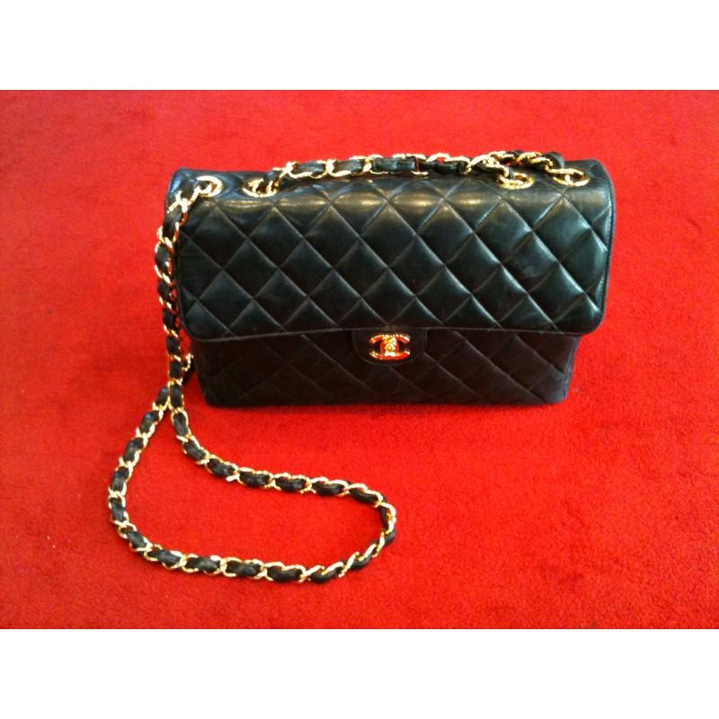 d7a43f446f Sac Chanel Timeless Jumbo en cuir matelassé noir. Vendu