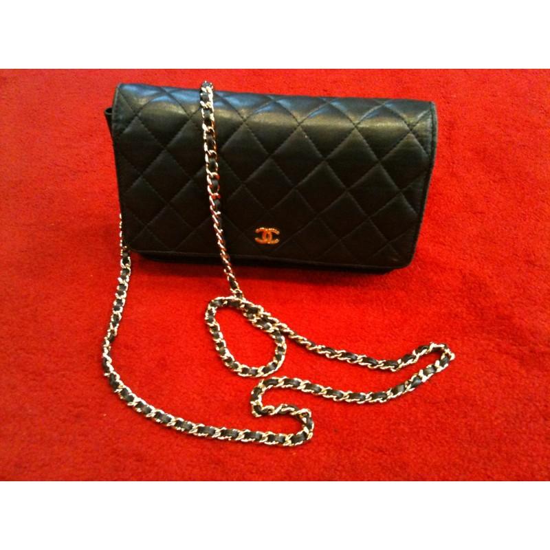 sélectionner pour authentique nouveaux articles magasiner pour le luxe Pochette Chanel avec chaîne en agneau matelassé noir