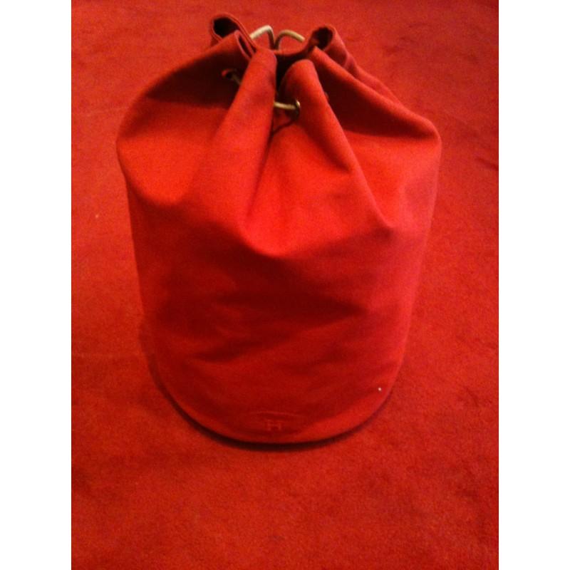 sac de sport hermes en toile et cuir rouge. Black Bedroom Furniture Sets. Home Design Ideas