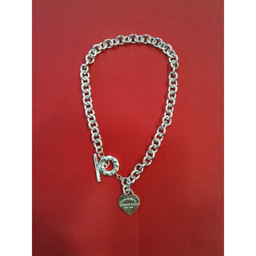 d82fa60c476ab8 Collier à clavier Tiffany   Co Plaque Coeur en argent