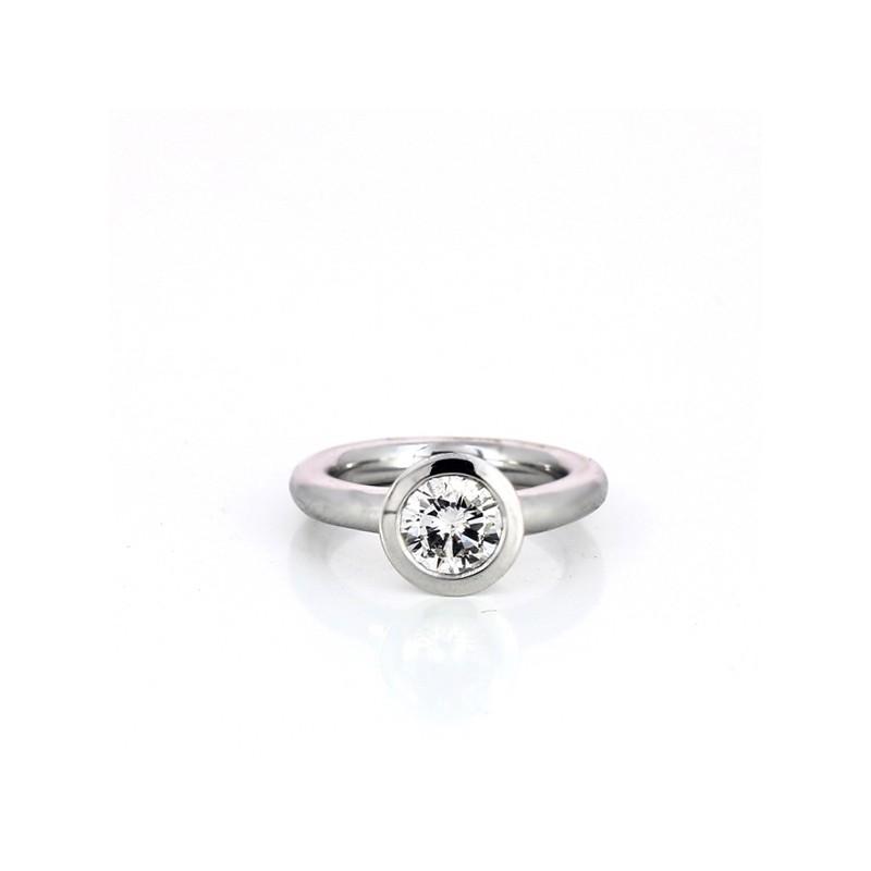 ba4d2ca52d0 Bague solitaire en or blanc 18 k et diamant. Vendu