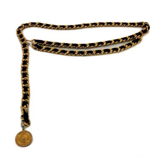 d9cc27aa44ba Ceinture Chanel Vintage Médaillon en métal doré et cuir