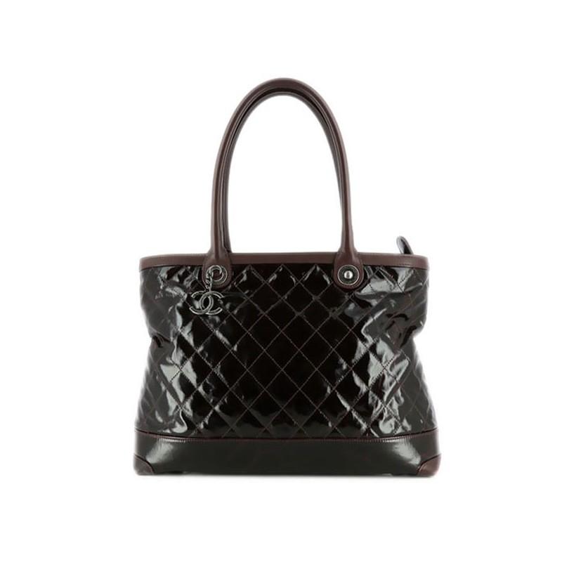 e14c210f66c Sac Chanel en cuir matelassé vernis bordeaux