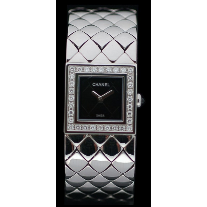 Montre Chanel Matelassée Lunette Diamants. Vendu 25136fc9724